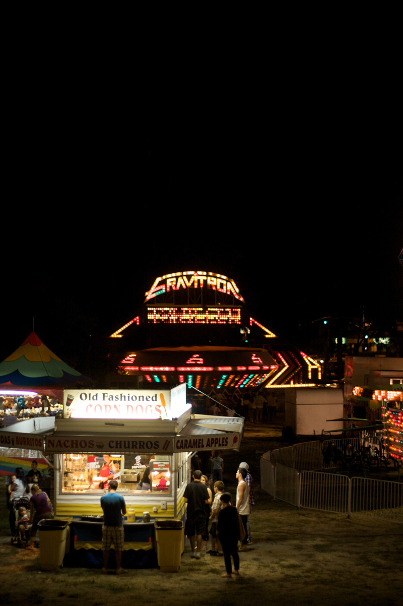 Dramatic and photojournalistic photography of fair in Los Angeles at night