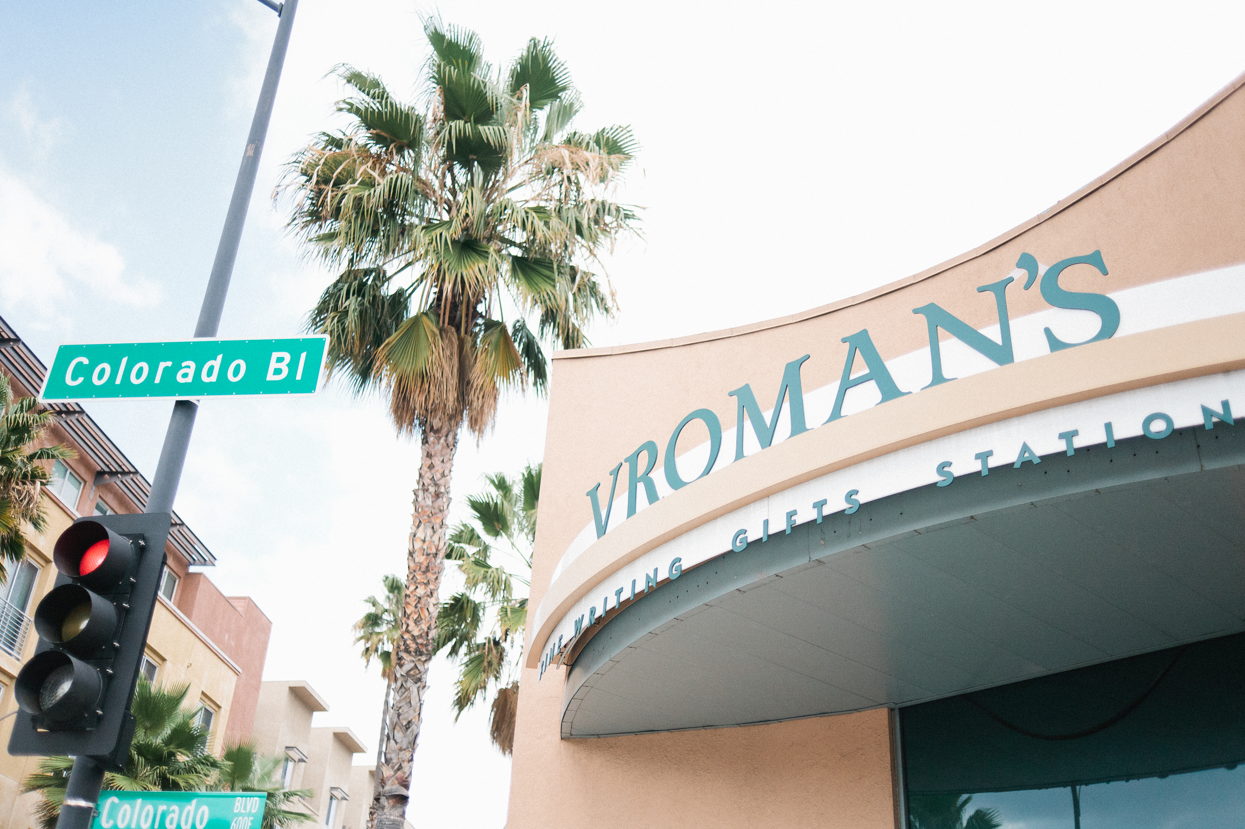 Pasadena wedding photographer Jessica Schilling captures Vroman's book store on Colorado Blvd.