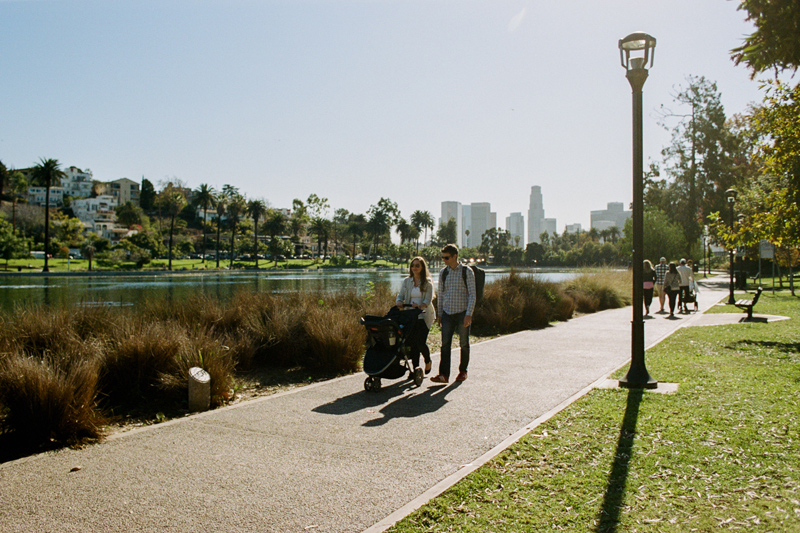 Natural outdoor family and newborn photography session at Echo Park Lake