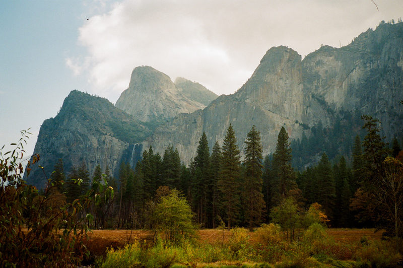 Autumn colors and epic nature. Yosemite elopement photographer Jessica Schilling